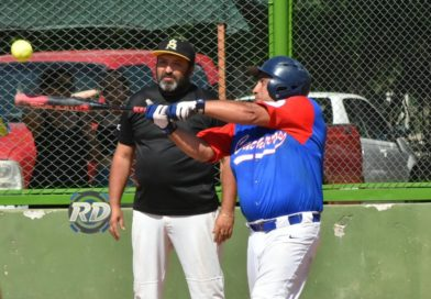 """Por décima vez se realiza en torneo de sóftbol Jorge """"Lee"""" Burgos."""